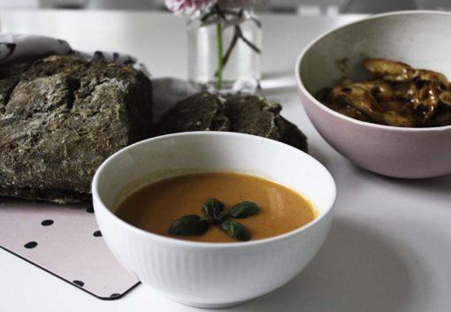 roed-peber-suppe-kylling-weekend-broed
