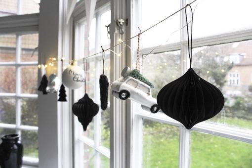julepynt-i-vinduet