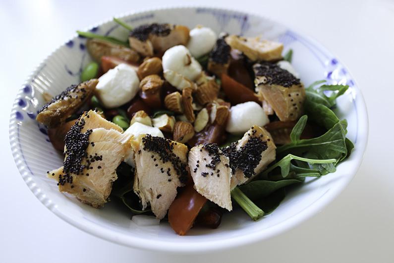 Salat med laks og mandler